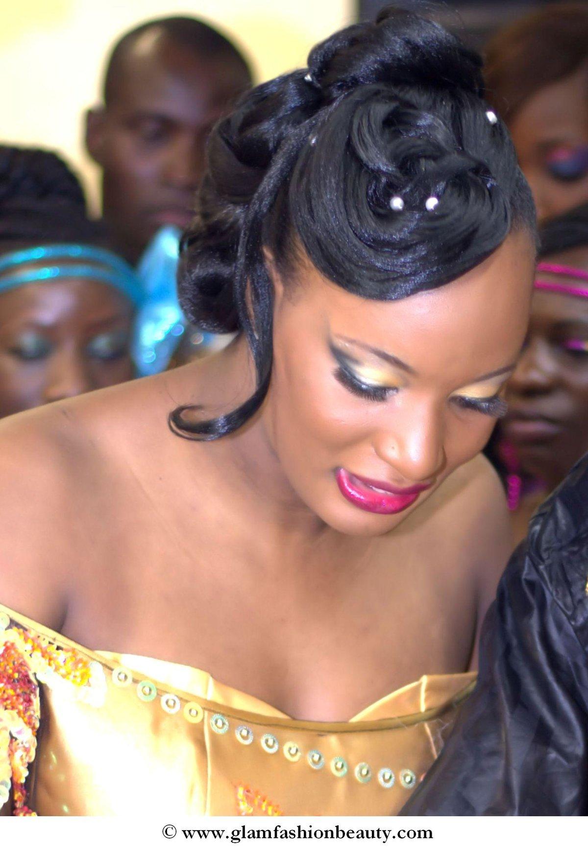 Chignon Glamour Inspiration Retro Idees Coiffure Afro Tresses Vanille Tissage Locks Braids Lissage Extensions