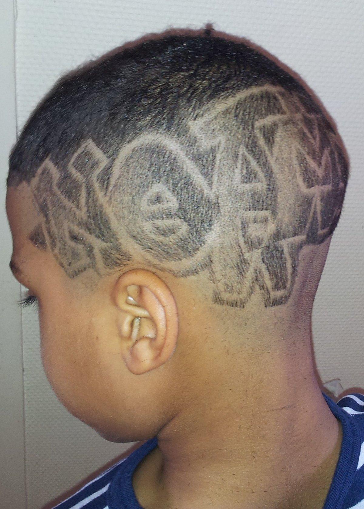 Coupe de cheveux homme degrade dessin