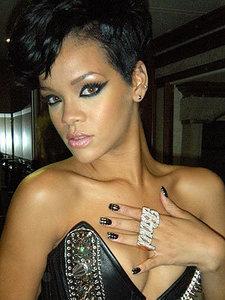 [Minx] Rihanna 1