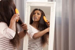 cheveux défrisés : le démêlage
