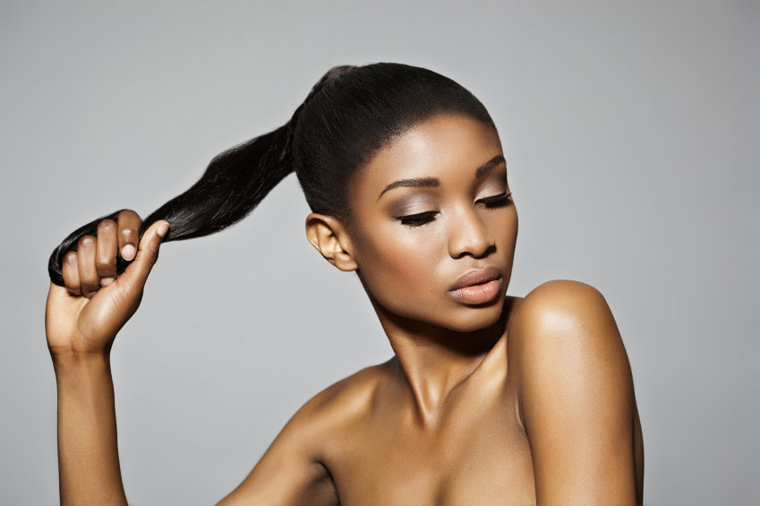 cheveux défrisés : les soins sans rinçage